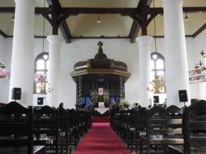 interieur gereja Sion Jakarta